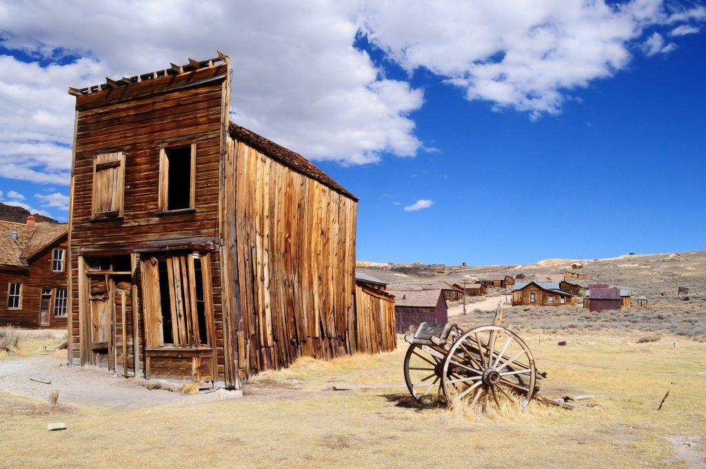Rozsypujący się budynek na Dzikim Zachodzie